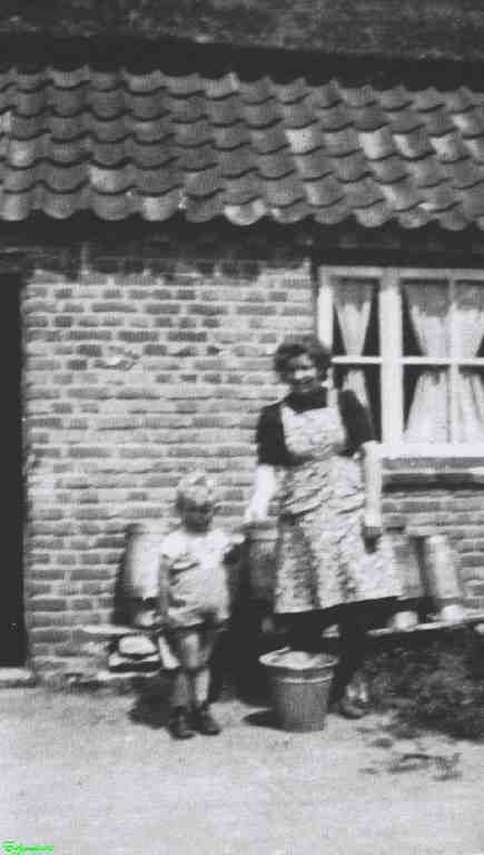0213369 Coll. Chr. Warnar 1945. Hanneke Stevens: Oostappen Ommel.