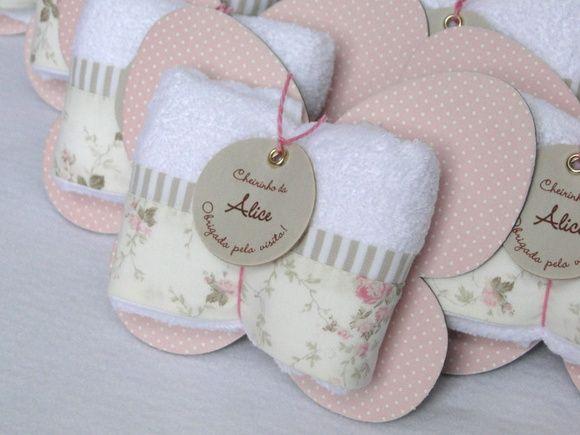 Lembranicnha super bacana para Maternidade: Toalhinha na embalagem de…