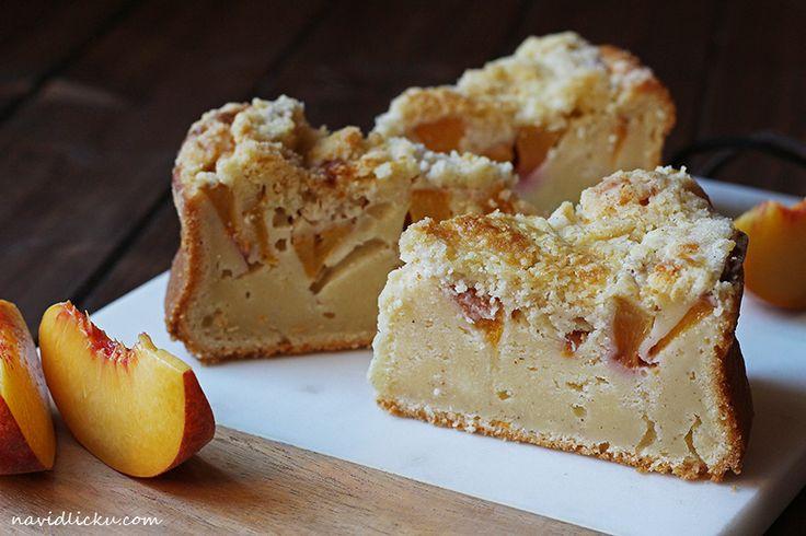 Peach Cake with Cinnamon Streusel / Broskvový koláč se skořicí | Na vidličku food blog