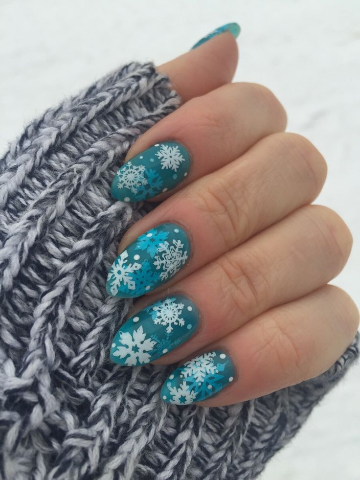 Let it snow! Snowflake jelly mani, my first jelly sandwich I should mention ;)