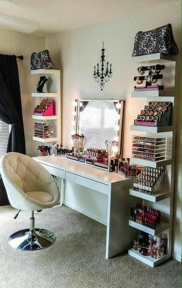 To have a makeup station like this!!!