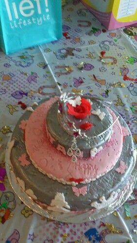 Mooie zilveren roze taart op bestelling gemaakt !