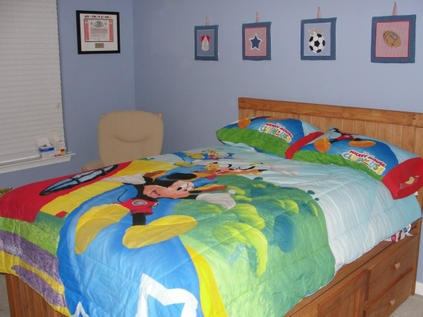 1000 ideas about mickey mouse bedroom on pinterest Mickey mouse bedroom ideas