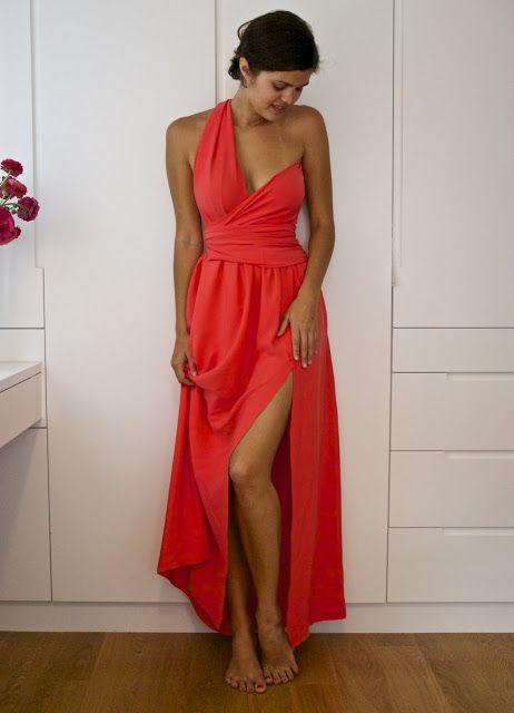 robe en 2 morceaux, asymétrique et dos quasi nu. Quasi pas de couture, sauf pour la jupe car le haut est drapé dans un esprit sari.