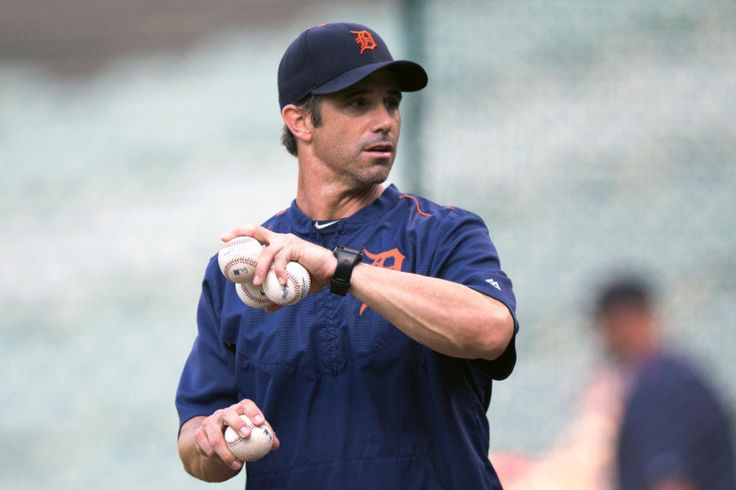 Tigers bring Brad Ausmus back, but without any job security = The Detroit Tigers didn't give Brad Ausmus an enthusiastic endorsement on Wednesday.  They simply decided they didn't have a better option at the moment.  Instead of giving Ausmus a new contract or firing him, owner Mike.....