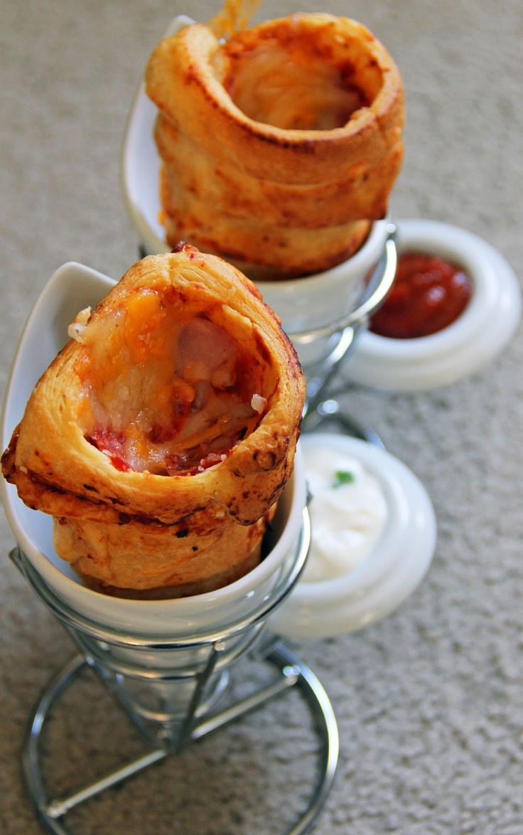 Pizza Cones - no special equipment needed to make these fun and delicious pizza cones!