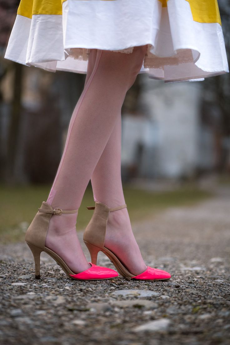 Fashion blogger RetroCat with pink shoes and light pink nylon stockings by Secrets in Lace
