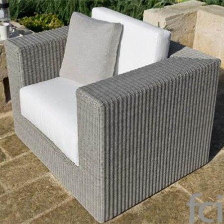 Sunstripe Seating System by #Unopiu starting from £120. Showroom open 7 days a week. #fcilondon #furniture_showroom_london #furniture_stores_london #Unopiu_garden_furniture #Unopiu_outdoor_furniture #Modern_Outdoor_Furniture