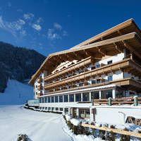 Hotel Bergland  Gezellig hotel direct aan de beginnerspiste.  EUR 302.00  Meer informatie  #vakantie http://vakantienaar.eu - http://facebook.com/vakantienaar.eu - https://start.me/p/VRobeo/vakantie-pagina