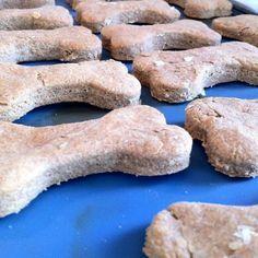 Comment préparer des biscuits pour chien ? Recettes faciles et pas chères
