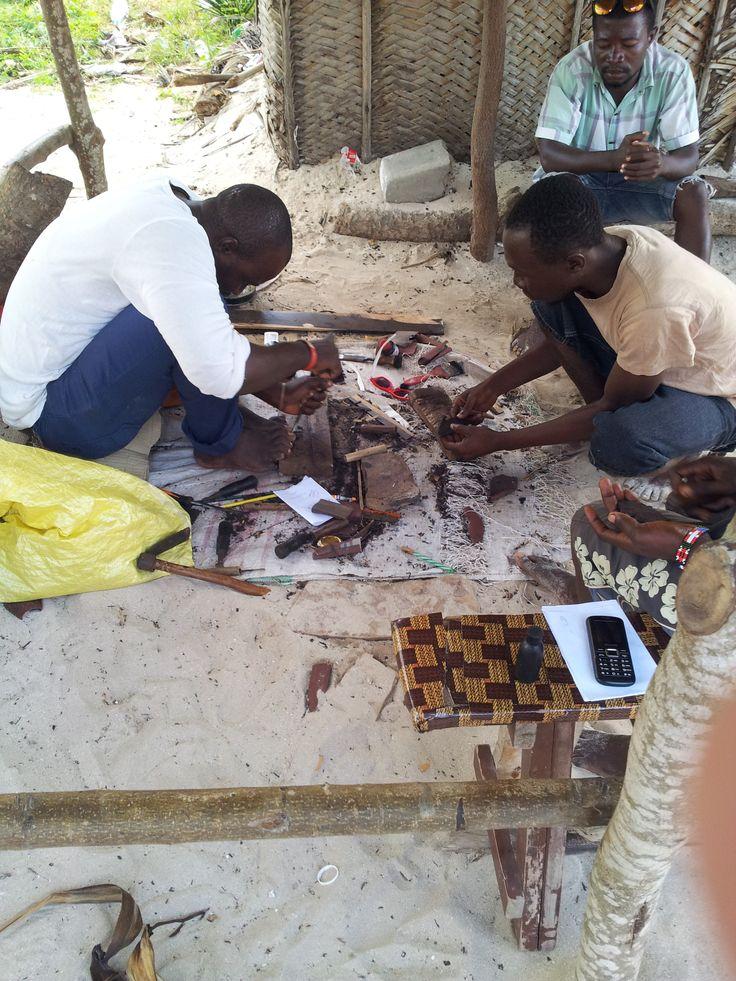 Carving wood for tourists Tanzanian way - teak wood plus black shoe polish = heban !!!