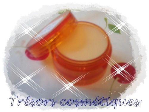 Ingrédients pour 10ml : Phase A : - Macérât de calendula 3gr - Beurre de karité 5gr - Cire d'abeille 1gr - Huile de germe de blé 1 goutte Phase B : - Glycérine végétale 0,5gr - Fragrance au choix 1 goutte - Vitamine E 1 goutte Mode opératoire : 1/ Faites...