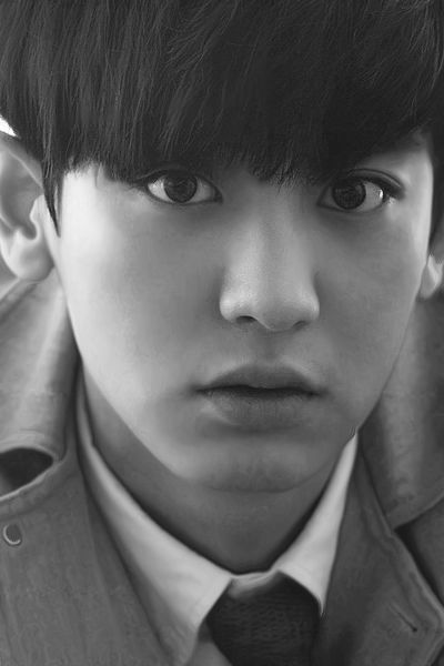 """Chanyeol - wow.... so young here but gorgeous.. what I'd give for some age-progression software right now... fast-forward to 30.. oooooooo.. I'm starting to seriously consider actually buying some now.. """"So ma'am, what are you going to use this on?"""" Ummm..."""