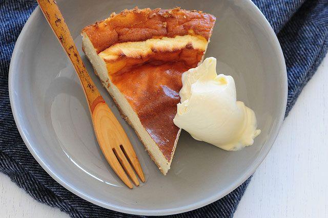 Tarta de queso al horno, sin azúcar. seguramente la receta que os traemos hoy se va a convertir en una de vuestras favoritas, porque no solo es una tarta de queso horneada espectacularmente buen