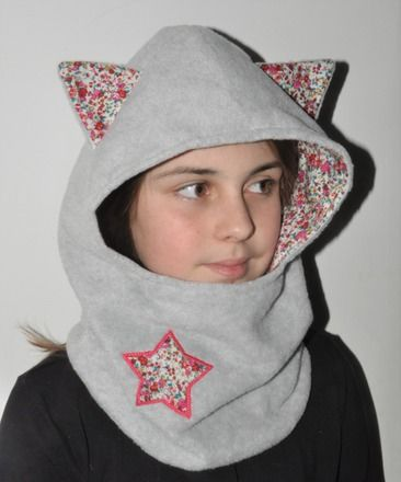 Snood écharpe capuche chat en polaire grise et coton liberty enfant personnalisé brodé(ou non au choix) au prénom de votre enfant à côté de l'étoile liberty en fuchsia.  P - 19830880