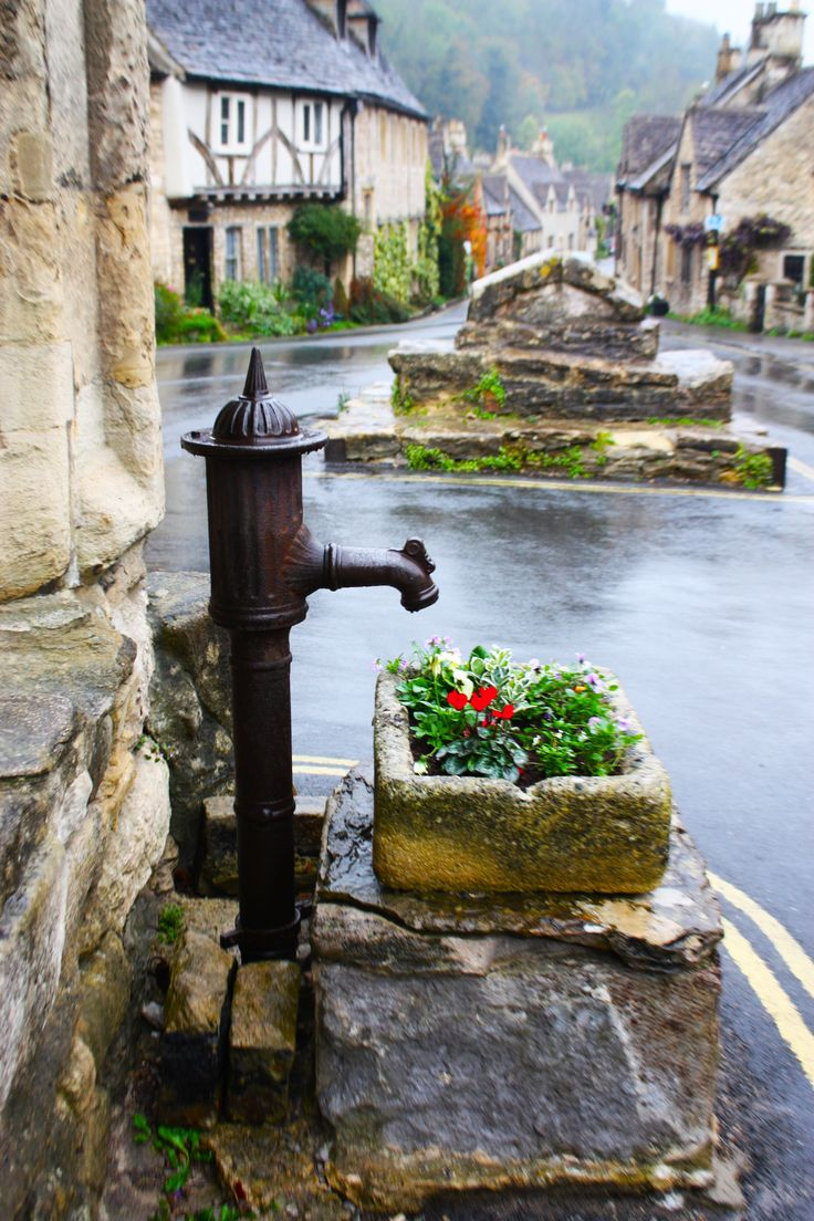 This would make a nice garden addition...the trough and the pump. (Castle Combe, Cotswolds, England)