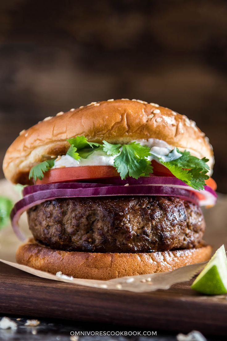 Cumin lamb burger - Love Xinjiang lamb skewers? Check out it's twin sister! These lamb burgers are perfect for you if you like bold flavors.