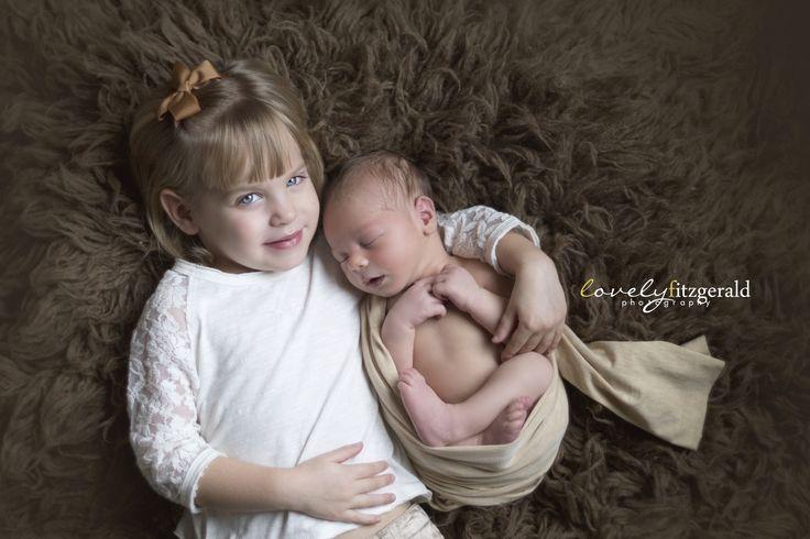Newborn sibling pose dallas newborn photographer newborn photography workshop