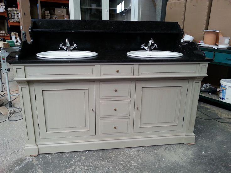 meuble lavabo double vasque en pin patin plateau r alis sur mesure en marbre noir avec. Black Bedroom Furniture Sets. Home Design Ideas
