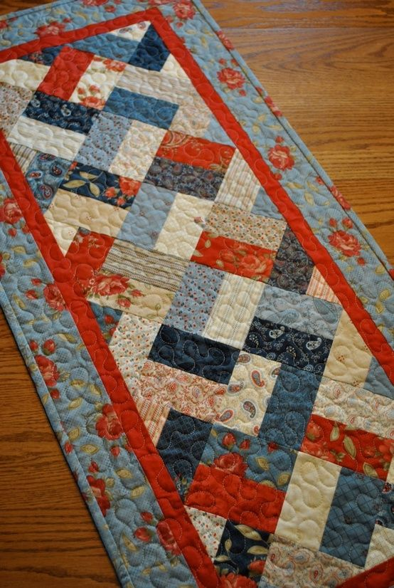 Best 25 quilted table runners ideas on pinterest table for Round table runner quilt pattern