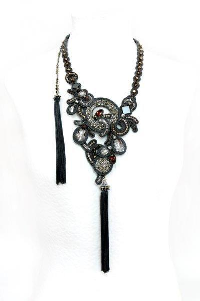 Dori Csengeri in bianco e nero - Gioiellis.com