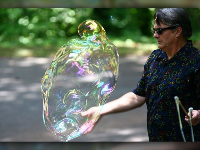 Man makes profound connection with bubbles - WBTV 3 News, Weather, Sports, and Traffic for Charlotte, NC
