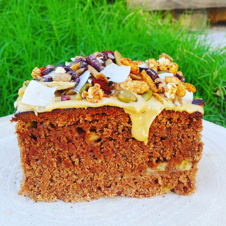 Banana Cake - 6 ingredients, vegan and uses spelt flour. Low fat, low sugar but SO GOOD.