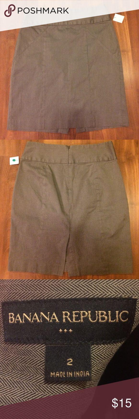 Adorable Banana Republic skirt Size 2 19 inches in length.  Non smoking home Banana Republic Skirts