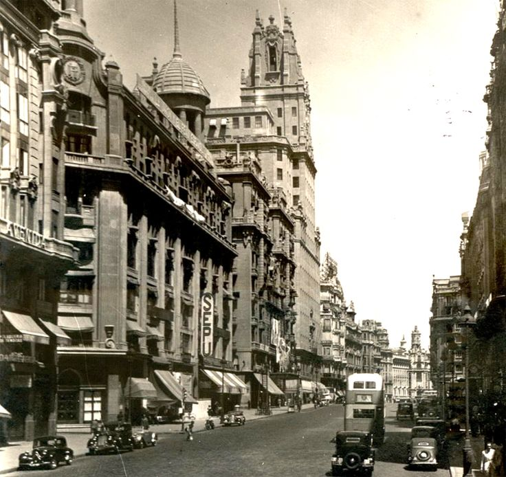 1686 best images about madrid a byn on pinterest for Alfonso dominguez madrid