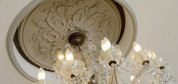 Sztukateria NMC. Detale nabierają nowego znaczenia. #nmc #homedesign #aranzacja #aranzacje #design #zyrandol #vintage #retro #dekoracje #dom #mieszkanie #designstudiowro #wystroj - Zapraszamy na www.designstudio.wroc.pl