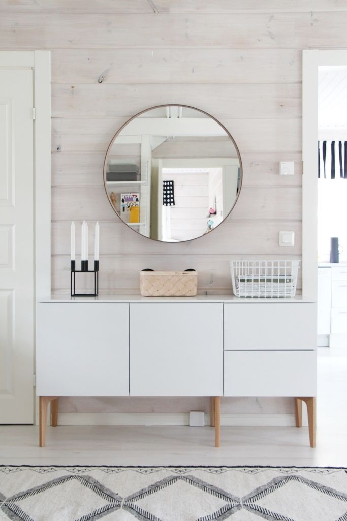 A circular mirror helps break up more linear lines. #cleanandcrisp #airyspace #interiordesign