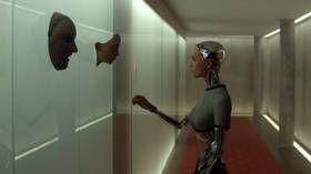 «Ex Machina:» Sofistikert og elegant om kunstig intelligens