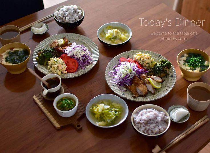 * 11/23 * + . . 今日のお夕飯 。 . トンカツ&ハンバーグプレート トンカツ ( 怪しい黒ゴマソースで ) . 豆腐ハンバーグ・焼きブロッコリー添え . ( ワサビソースで ) . マカロニサラダ 千切りキャベツとトマト 。 . . 高級昆布で 、 白菜と松山揚げ煮 。 べったら漬け #春さんのお漬物 。 ご飯は雑穀米入り 。 お汁は、お豆腐とアオサです。 . . 今日はゴミ出しなんだけど、袋をパンパンにして出したい人。 #貧乏性 。 何かスカスカだと勿体無いなくて 。 掃除しまくりました。 . . 後、捨てるタオルは色んなとこ拭き上げて真っ黒になるまで使い切って捨てたい人。 これまた #貧乏性 。 夕飯後、全部屋の棚や床を拭き上げて処分。 掃除機かけるより、床拭く方が断然好き (*´ー`)♥ 。 ・ ・ ・ #夜ごはん #夕飯 #息子と二人ご飯 #トンカツ #豆腐ハンバーグ #ワンプレート #雑穀米 #アオサのお味噌汁 #おうちごはん #美味しいって言ってもらえるとまた頑張れる #黒ゴマソース #ご馳走様でした