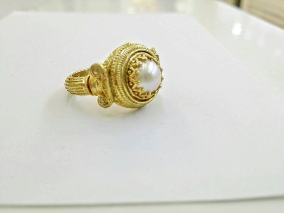 Check out this item in my Etsy shop https://www.etsy.com/uk/listing/494177347/pearl-ring-in-silver-with-greek-columns