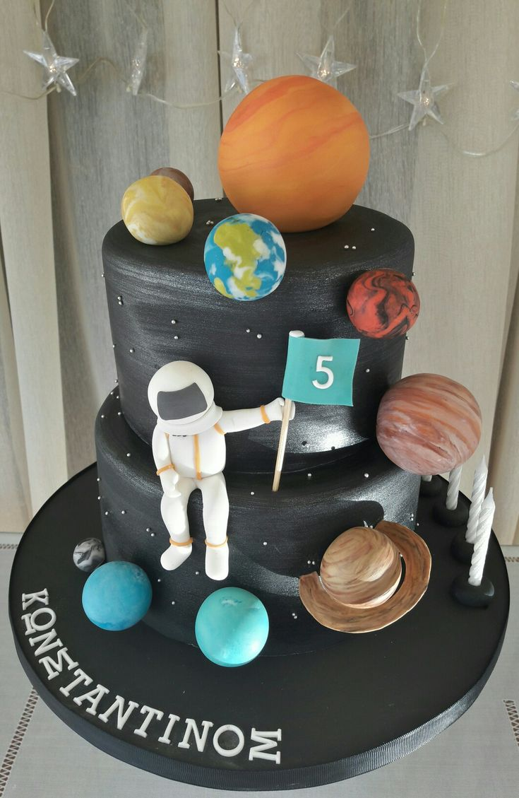 Astronaut and solar system cake