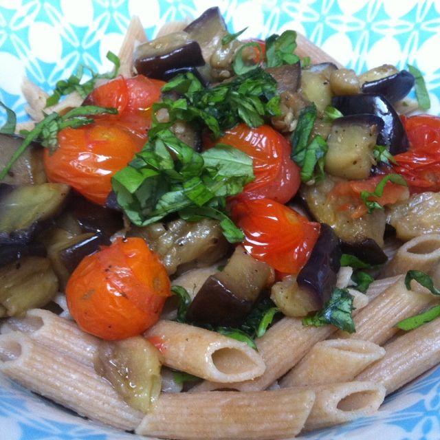 RECEPT: Penne met gebakken aubergine, gepofte cherrytomaatjes en knoflook - Boost Your Health