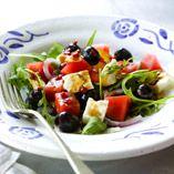 Lills græske salat - Opskrifter    http://www.dansukker.dk/dk/opskrifter/lills-graeske-salat.aspx  #salat #græsk #sommer #opskrift #dansukker