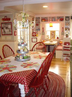 adorable red cottage kitchenDecor, Cottages Kitchens, Kitchens Chairs, Dreams Kitchens, Breakfast Nooks, Dreams House, Red Kitchens, Country Kitchens, Farms Kitchens