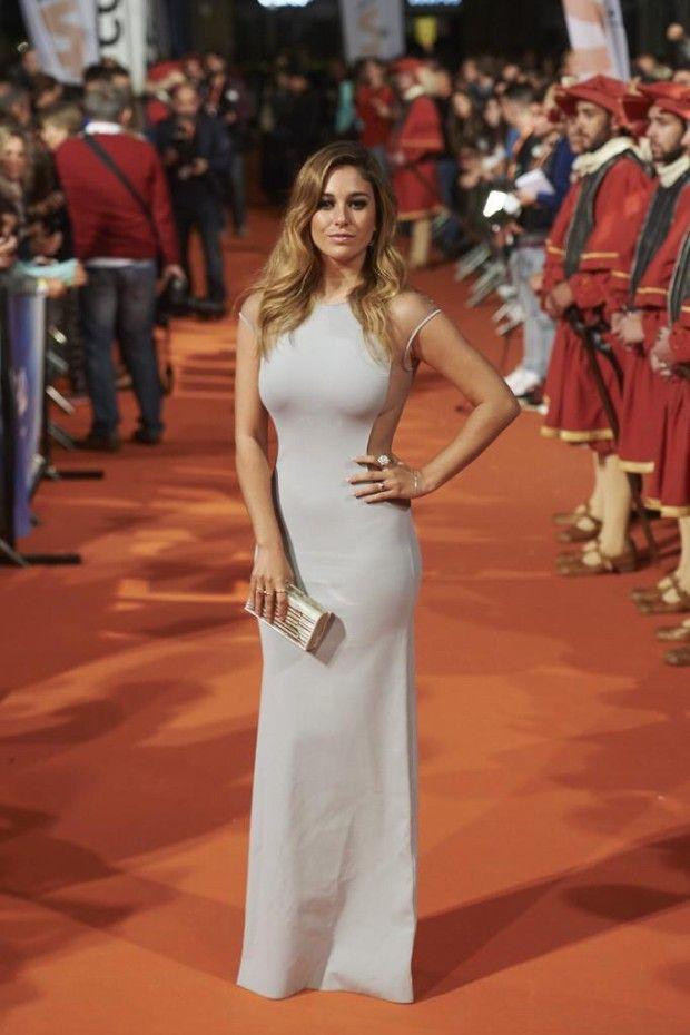 Vestido de Vicedomini, sandalias de Aquazzura y cluych de Yliana Yepez