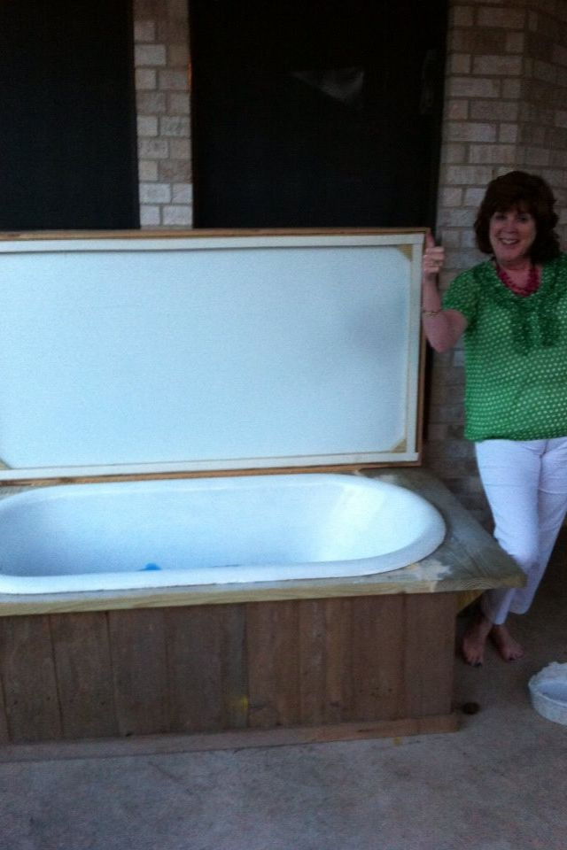 My dad's genious idea to turn an old bathtub into an ice chest!!!
