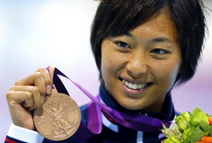 五輪初出場の鈴木が1分06秒46で銅メダル獲得