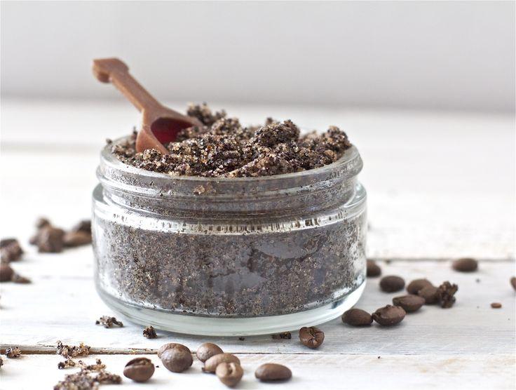 Ik geniet iedere ochtend van een heerlijke bak koffie. Maar koffie is ook fantastisch voor de huid! Hieronder vind je mijn recept voor een heerlijke koffie scrub.