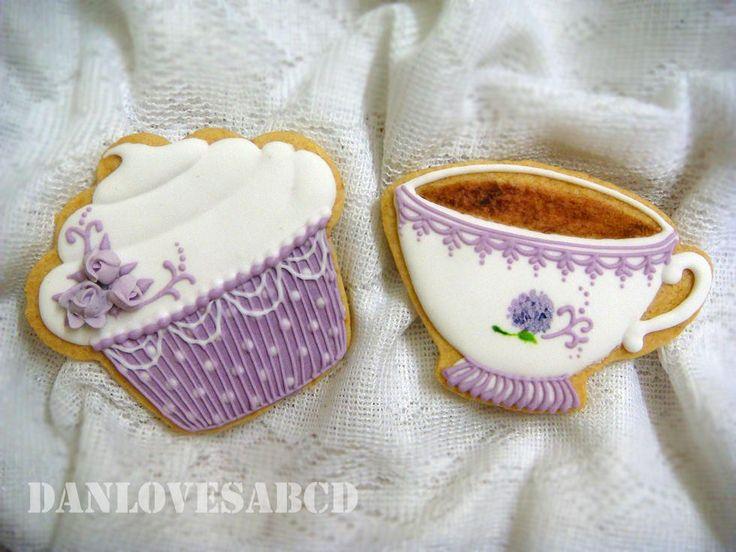 Tea Cup & Cupcake Decorated Sugar Cookies / Biscuits for a tea party.  Galletas decoradas.