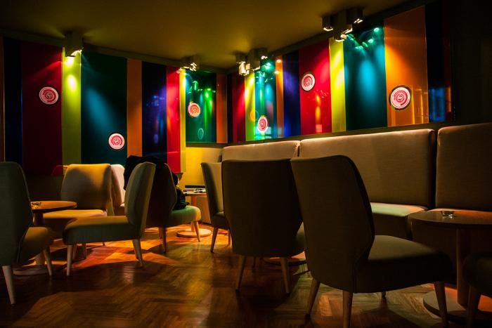 A colorfuly Wine Bar