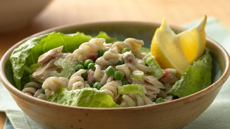 Check out this filling tuna and greens dish made using Suddenly Salad® Caesar salad mix and Green Giant® peas. Perfect pasta-salad for dinner.