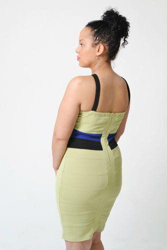 Groene bandage jurk met halter geïnspireerd door Tamara Ecclestone - Get The Celeb Look -Achterkant met rits: http://www.celeblook.nl/groene-bandage-jurk
