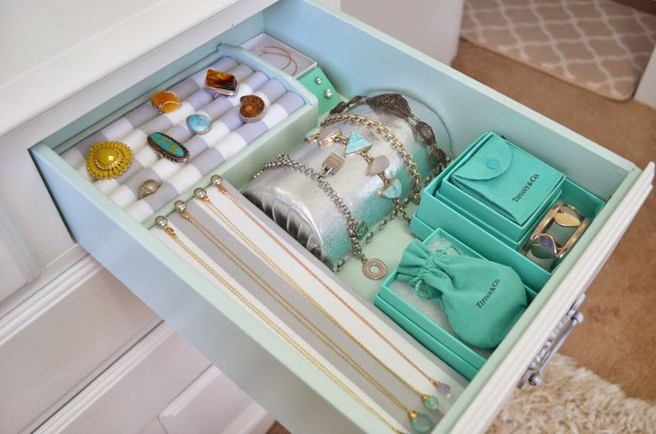 Best 25 jewelry drawer ideas on pinterest diy jewellery for Bangle organizer diy