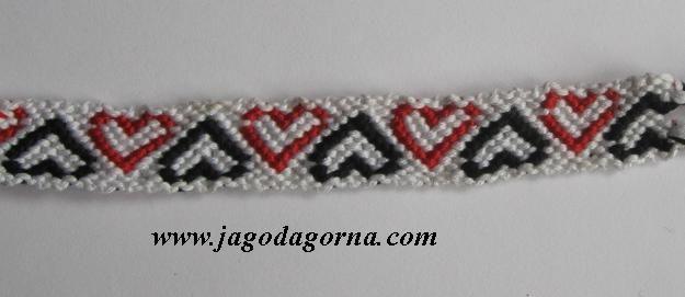 Bransoletka z muliny, biała, czarne i czerwone serduszka www.facebook.com/BransoletkizMuliny www.jagodagorna.com