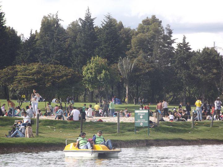 El Parque Simón Bolívar es el parque metropolitano más grande de la ciudad y está ubicado en la localidad de Teusaquillo, por la carrera 60 y carrera 68...