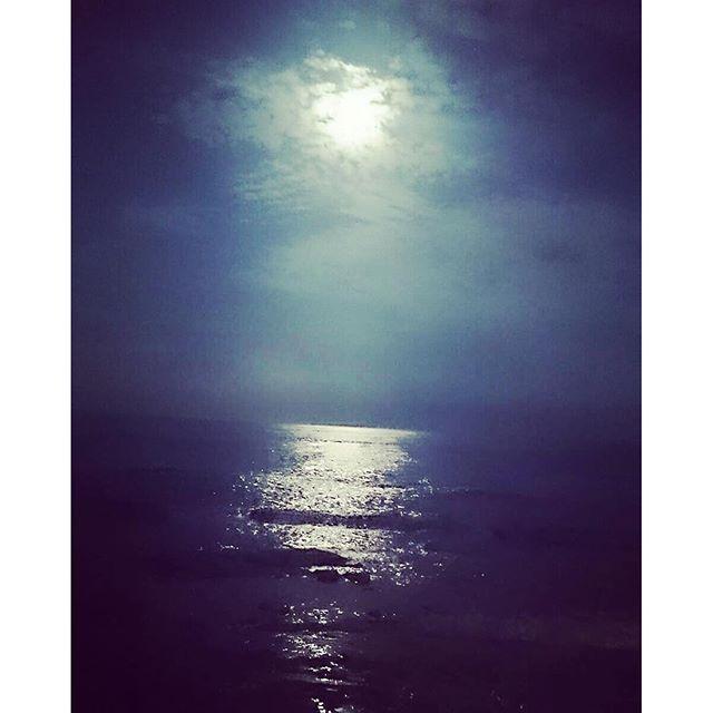 #海 #夜 #月 #月明かり #ビーチ #sea 昨日Wenと見た海。 とっても綺麗だった。 2016/06/19 18:44:28